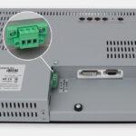"""Écrans 15"""" industriels à montage en rack et écrans tactiles robustes IP20, vue sortie de câble CC"""