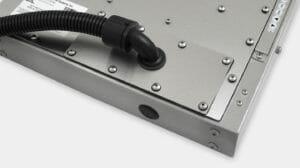 Option de cache pour sortie de câbles en goulotte IP65/IP66 pour les écrans industriels à montage encastrable universel
