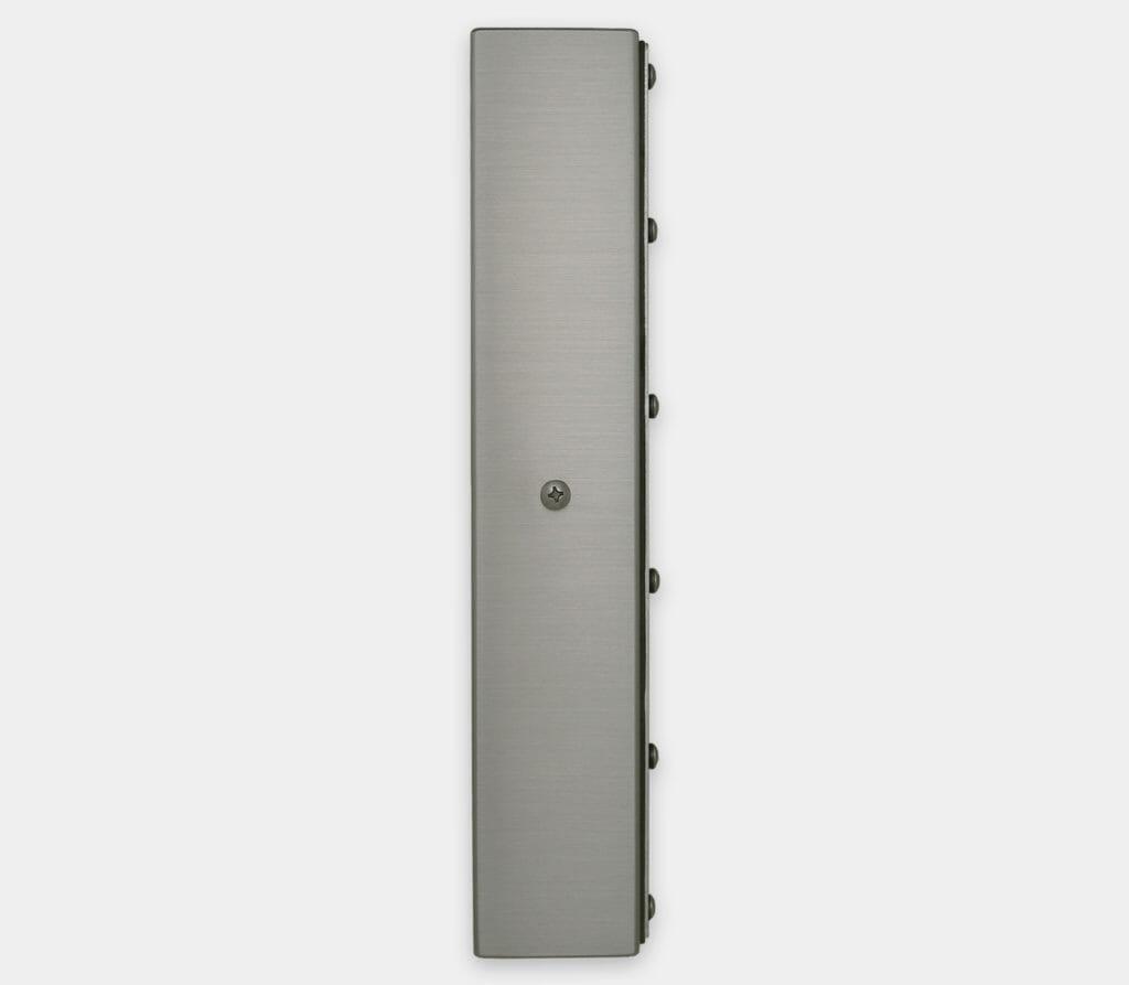 """Écrans 22"""" grande largeur à montage encastrable universel pour usage industriel et écrans tactiles robustes IP65/IP66, vue latérale"""